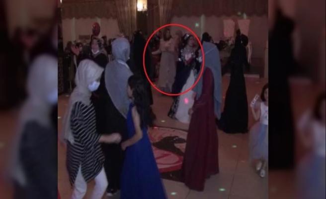 Kızının kınasında oynarken rahatsızlanan kadın öldü; fenalaştığı anlar kamerada