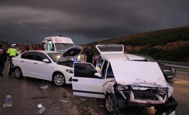 Manisa'da zincirleme trafik kazası: 4 yaralı