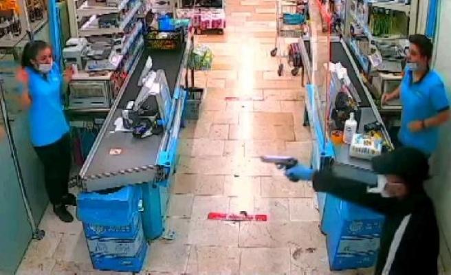 Markette kasiyere silah doğrultup, 2 bin lira alan zanlı yakalandı