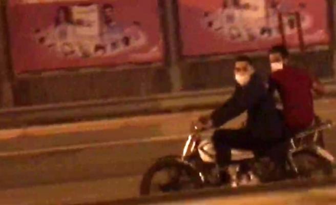 (Özel) Motosiklete binerken maske taktılar, ama kask takmadılar