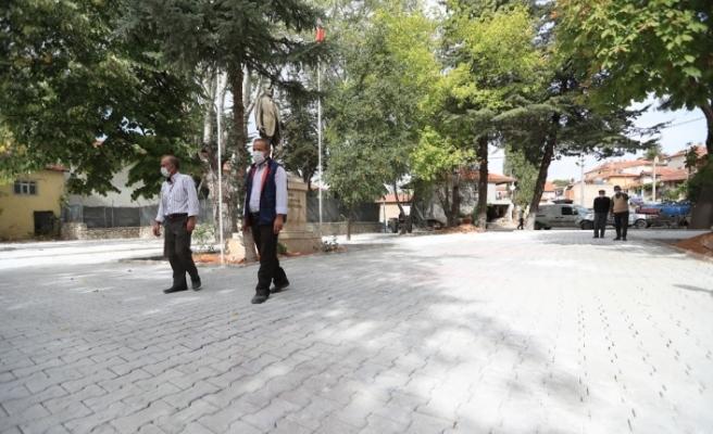 Pamukkale Belediyesinin parke taşı döşeme çalışmaları devam ediyor