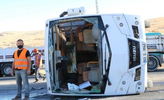 Şanlıurfa'da 3 işçi servisi ile TIR çarpıştı: 14 yaralı