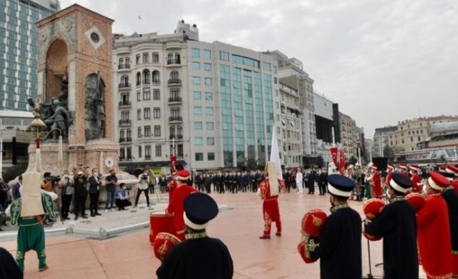 Taksim'de İstanbul'un Kurtuluşu'nun 96. yıl dönümü için tören