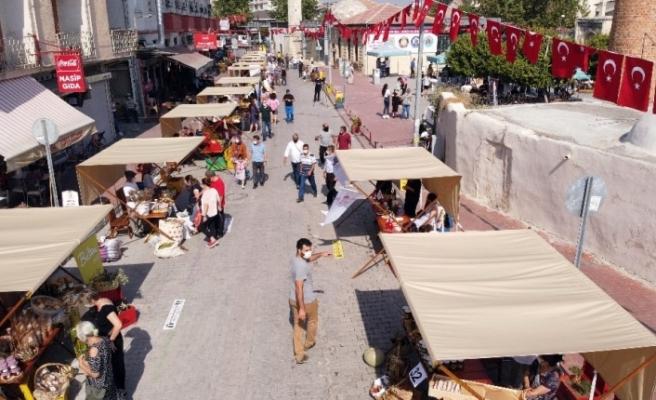Tarsus'ta açılan yeryüzü pazarı yoğun ilgi gördü