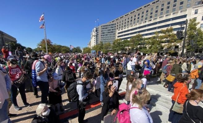 Washington'da kadınlardan Trump ve Barret karşıtı protesto