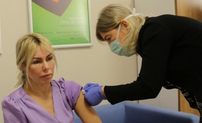 Akdeniz Üniversitesi Rektörü Özkan'a, Covid aşısının ikinci dozu yapıldı