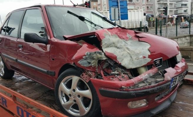 Alkollü sürücü polis aracına çarptı: 1 polis yaralı