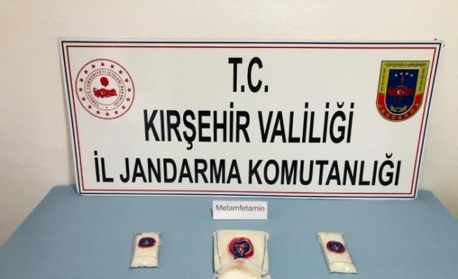 Kırşehir'de yolcu otobüsünde uyuşturucu sevkiyatını jandarma engelledi