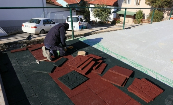 Odunpazarı'nda oyun grupları oluşabilecek kazalara karşı güvenli hale getiriliyor