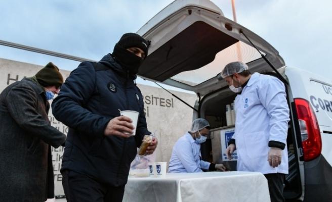 Ankara Büyükşehir Belediyesi sağlık çalışanlarına, hasta ve hasta yakınlarına ücretsiz sıcak çorba hizmetine başladı