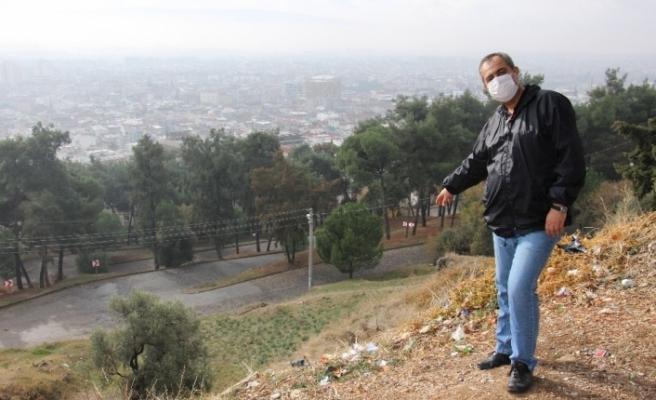 Aytepe'deki çöplere isyan ederek, vatandaşları temizlik etkinliğine davet etti