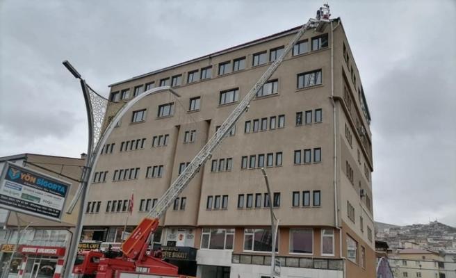 Bayburt Belediye binasının çatısı kar, buz eritme sistemine kavuştu