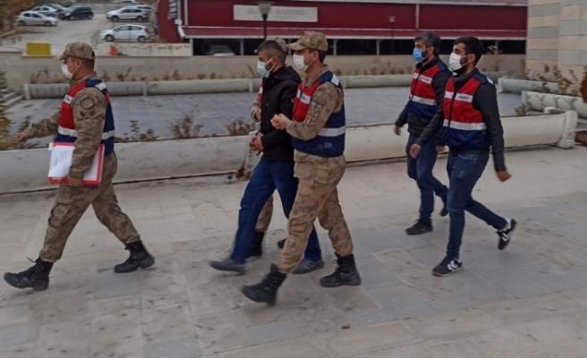 Cinayet ve 5 suçtan 70 yıl cezası bulunan şahıs yakalanıp, tutuklandı