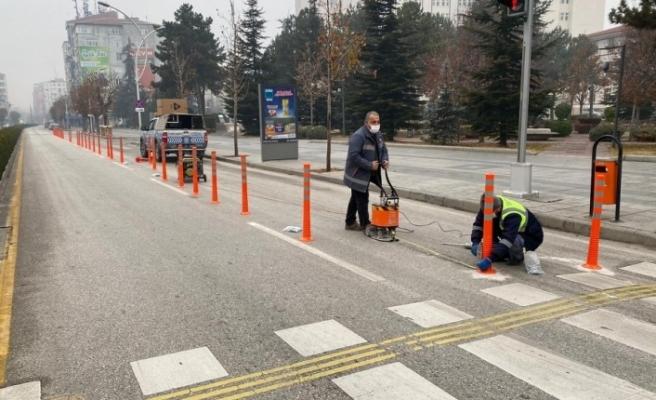 Çorum'da gazi caddesine bisiklet yolu yapıyor