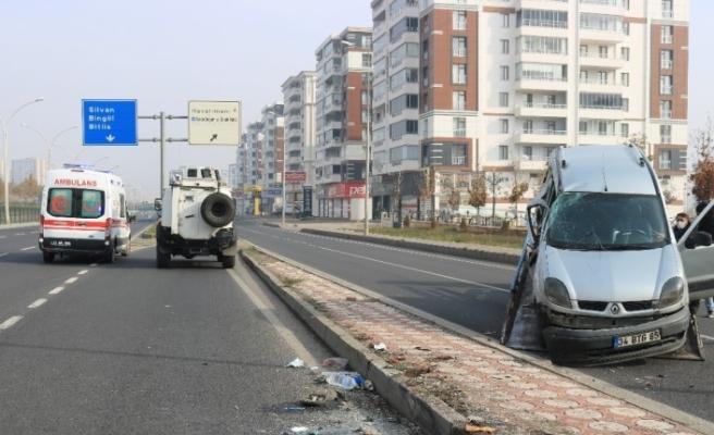 Diyarbakır'da kısıtlamada bomboş yolda trafik kazası: 2 yaralı
