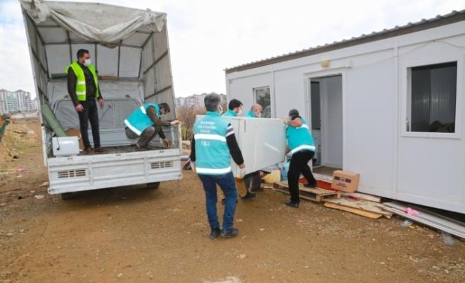 Elazığ'da evi yanan yaşlı çifte destek