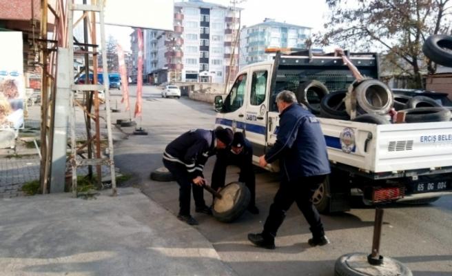 Erciş Belediyesi zabıta ekipleri yol ve kaldırım işgaline yönelik çalışma yaptı