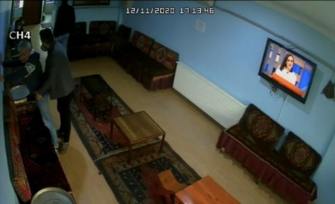 Esenler'de küçük kızı istismar eden şahsın yakalanma anı kamerada