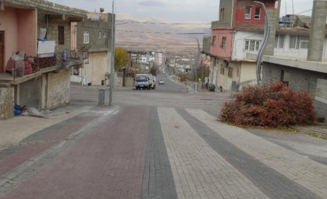 Gercüş'te cadde ve sokaklar boş kaldı