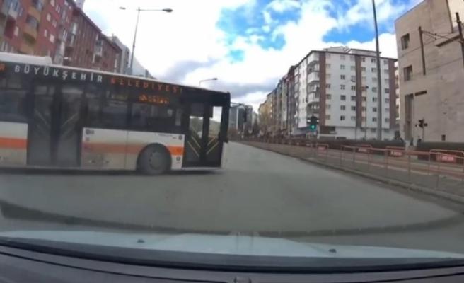 Halk otobüsü trafik kurallarını hiçe saydı