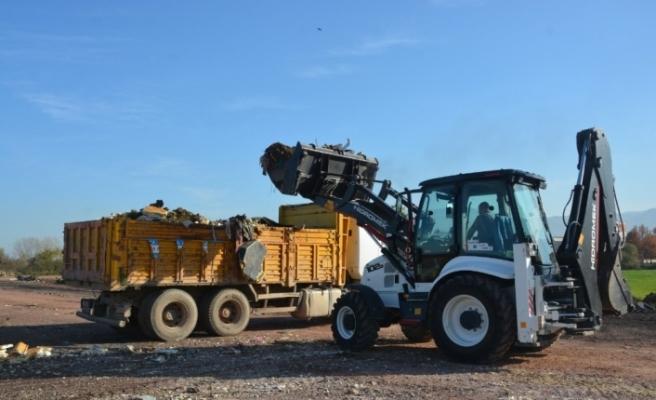 İzmit'te 40 kamyon atık temizledi