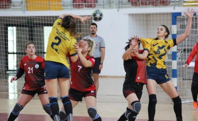 Kadınlar Hentbol Süper Ligi: Sivas Belediyespor: 21 - Yenimahalle Belediye: 38