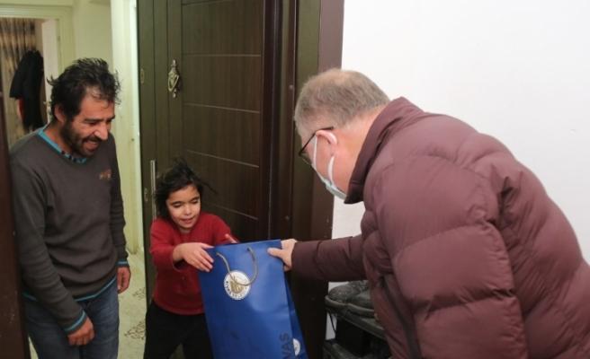 Kısıtlamada 5 bin aile ziyaret edilerek hediyeler verildi