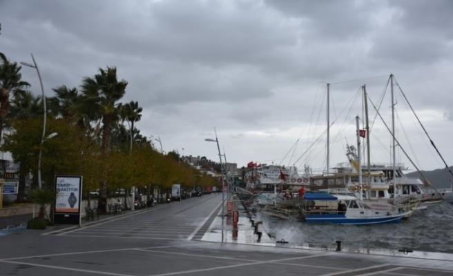 Marmaris'te yağmurlu hava etkisini sürdürüyor