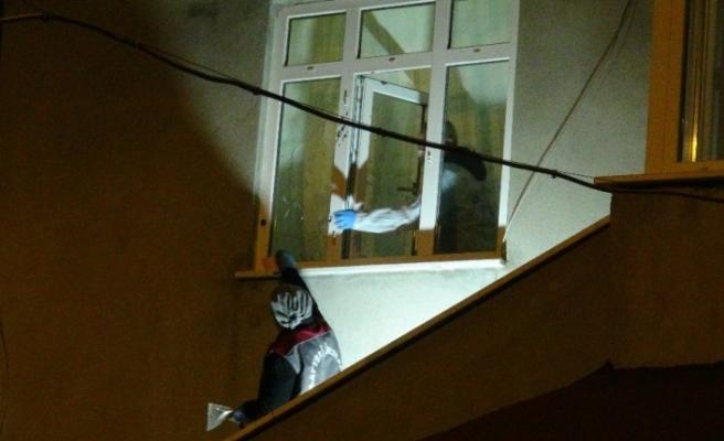 Pompalı tüfeklerle evi kurşuna dizdiler