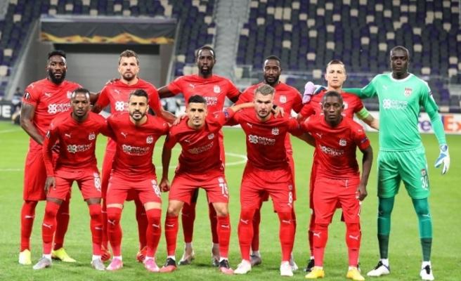 Sivasspor'da 1 futbolcunun korona virüs testi pozitif çıktı