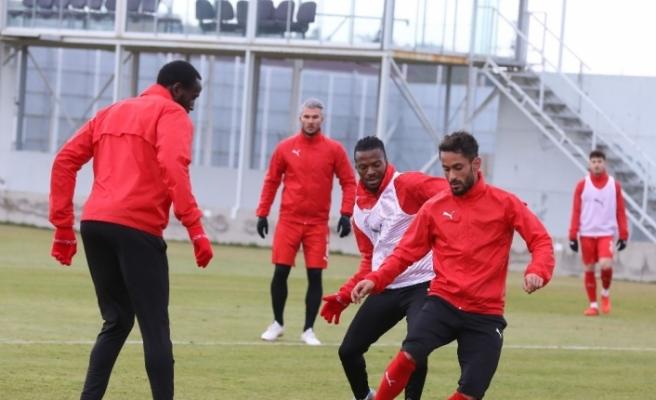 Sivasspor'da 3 isim takıma döndü