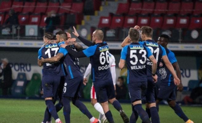 Süper Lig: Çaykur Rizespor: 1 - Göztepe: 0 (İlk yarı)