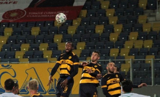 Süper Lig: MKE Ankaragücü: 1 - İH Konyaspor: 2 (İlk yarı)