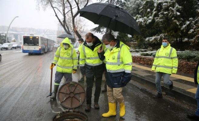 ASKİ ekipleri sahada karla mücadele nöbetinde