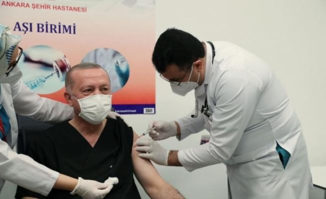 Cumhurbaşkanı Recep Tayyip Erdoğan, Çin'den getirilen Covid-19 aşısını oldu