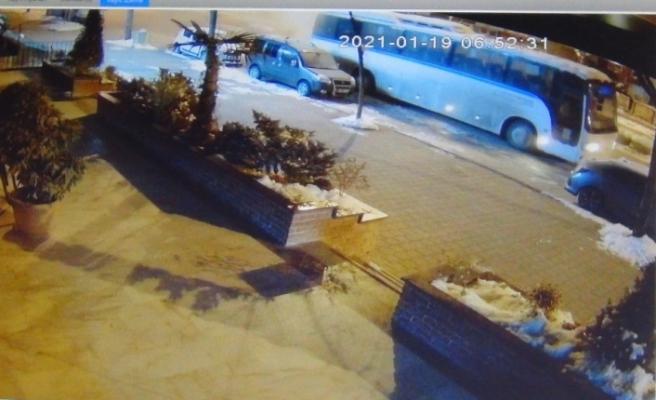 İşçileri almaya giden servis otobüsü alevlere teslim oldu