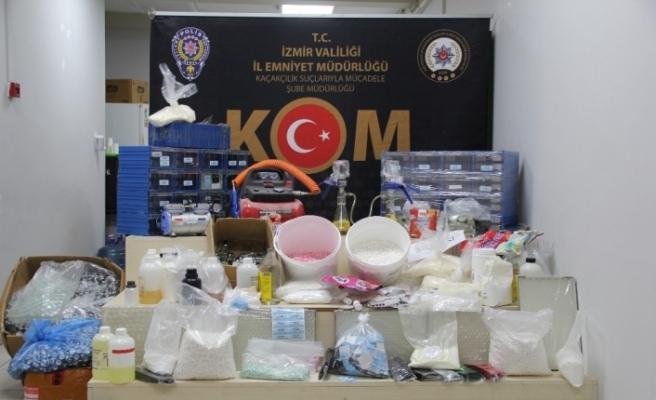 İzmir'de 10 milyon TL değerinde kaçak vücut geliştirme hapları ele geçirildi
