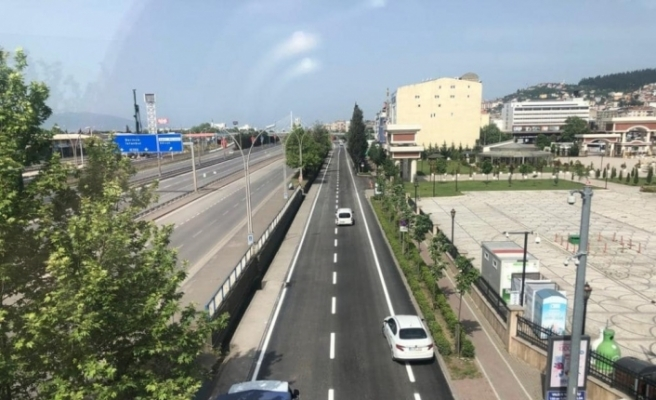 Kocaeli'nde 2020 yılında 67 kilometre yol, 115 bin ton asfalt serimi yapıldı