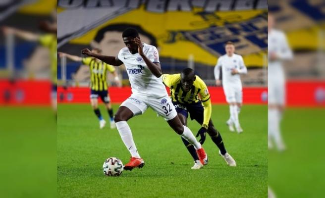 Luckassen ilk maçına çıktı