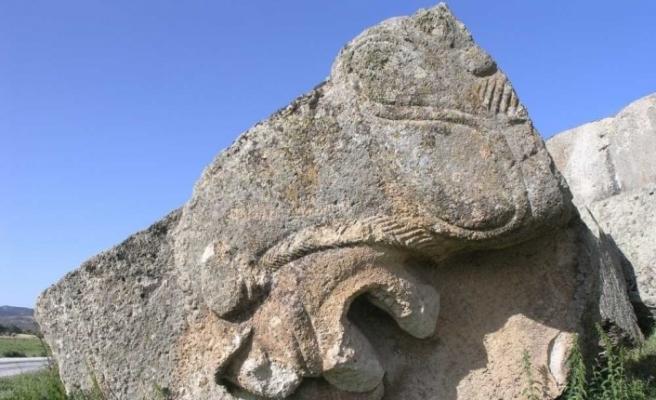 (Özel) Gizemli Frig vadisinin en dikkat çekici eseri: 'Yılantaş Kaya Mezarı'