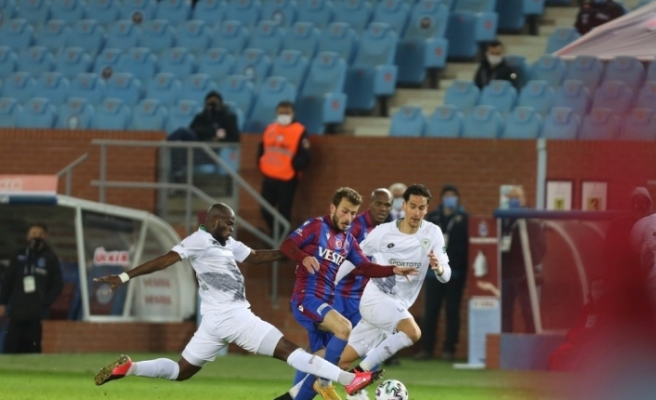 Süper Lig: Trabzonspor: 1 - Konyaspor: 0 (İlk yarı)