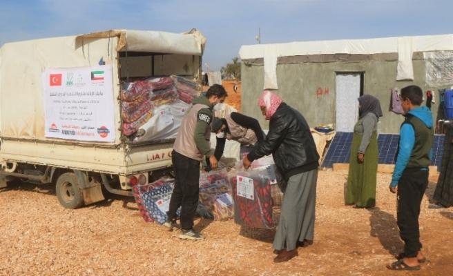 Suriye'deki kamplarda gıda kolisi ve battaniye dağıtıldı