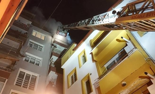 Yabancı uyruklu 3 arkadaşın yaşadığı ev alev alev  yandı