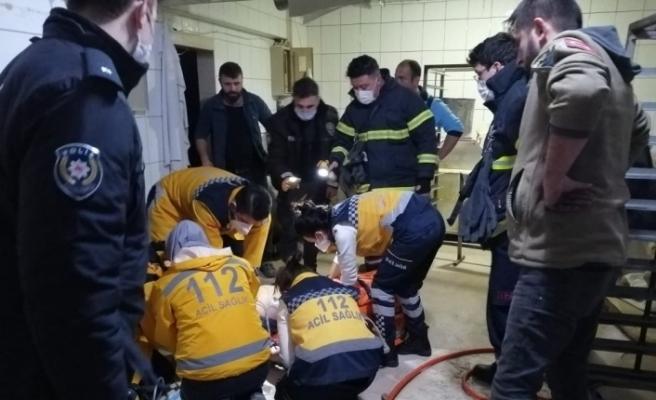 Yük asansörünün altında kalan işçi hayatını kaybetti