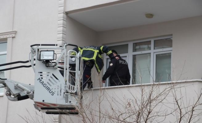 2 gündür kayıp olan otel çalışanını bulmak için 2 kapı kırdılar