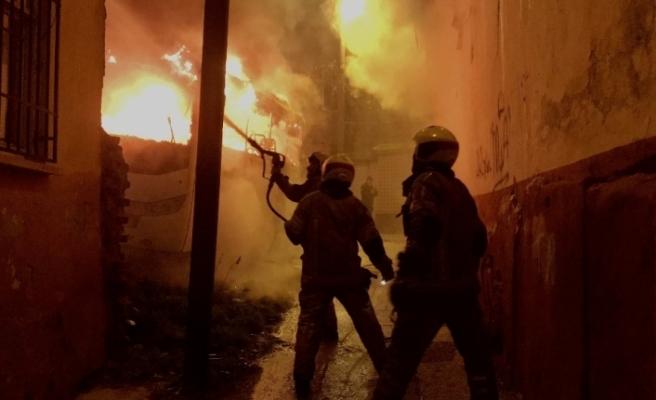 Bursa'da iki otobüs alevler içinde kaldı, yaşlı çift dumandan etkilendi