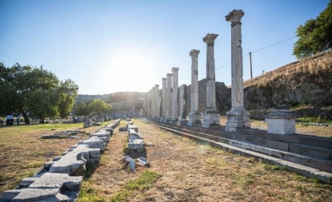 Büyükşehirden Bergama'da Zeus Sunağı toplantısı