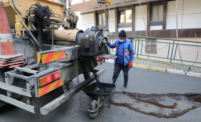 Eyüpsultan'da kar yağışı sonrası asfalt onarım çalışması başladı
