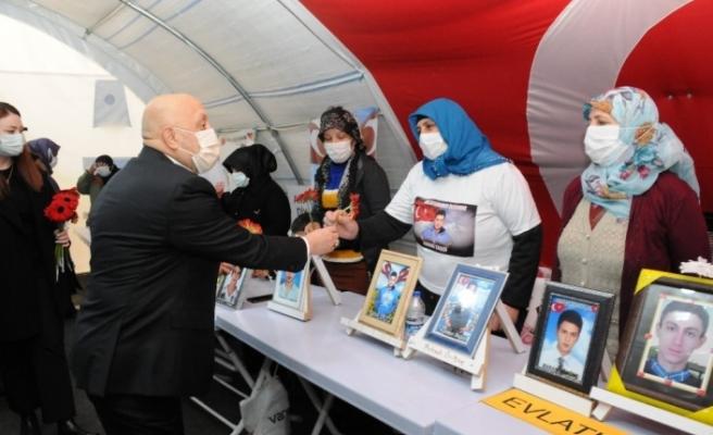 Hak-İş Genel Başkanı Arslan Diyarbakır annelerini ziyaret etti