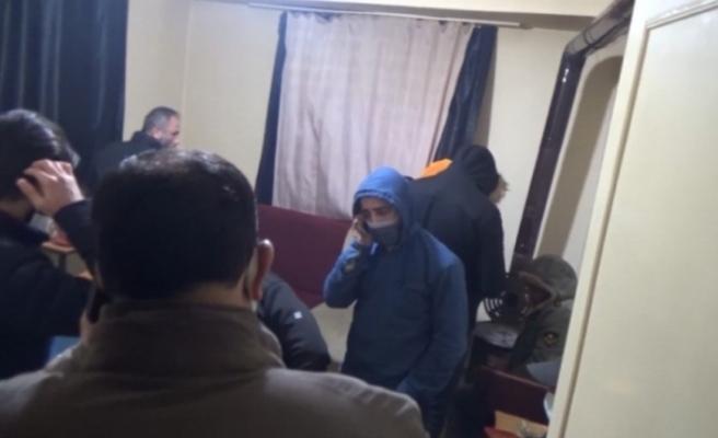 Isparta'da kumar oynanan işyerleri ve belgesiz alkol sunumu yapan derneğe baskın